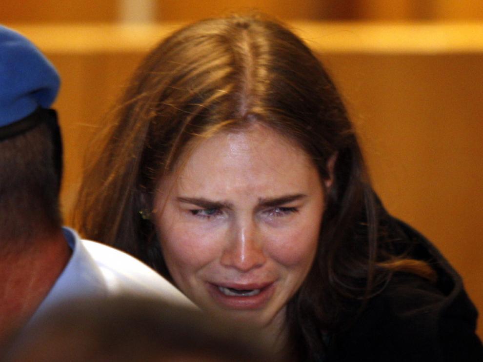 La joven Knox solloza tras conocer la sentencia