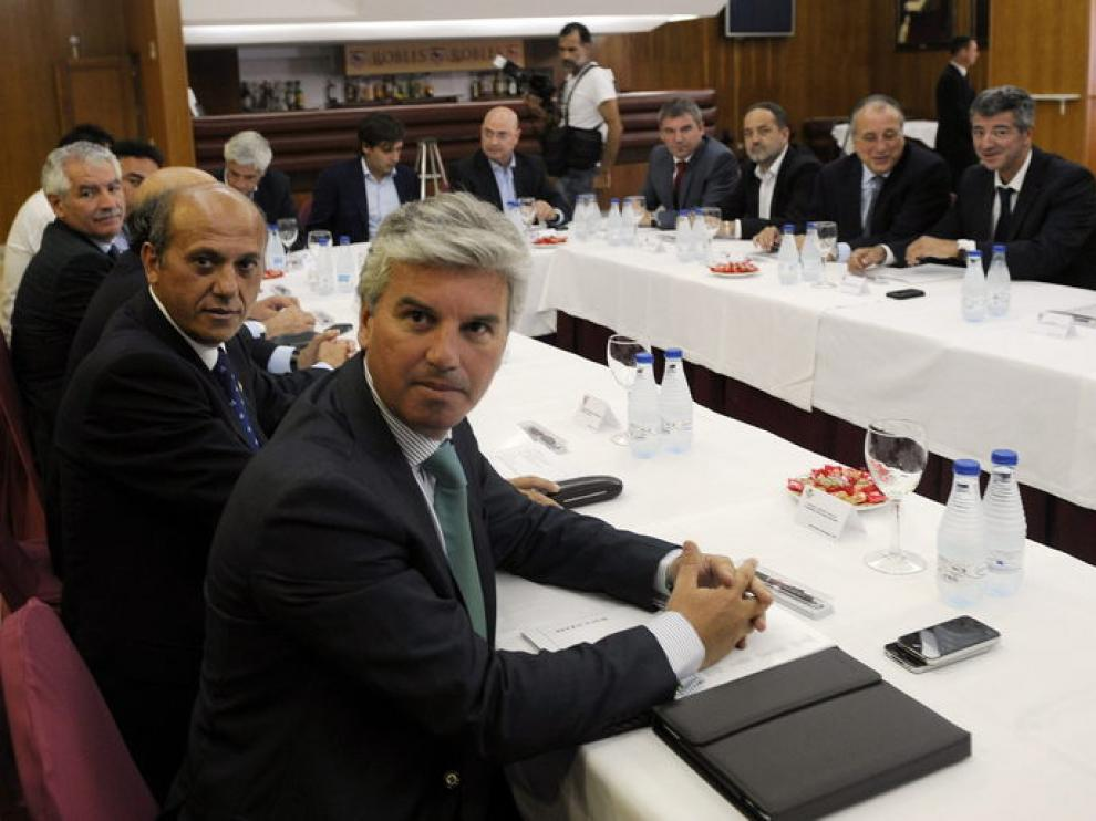 Agapito, al fondo, participó en la reunión