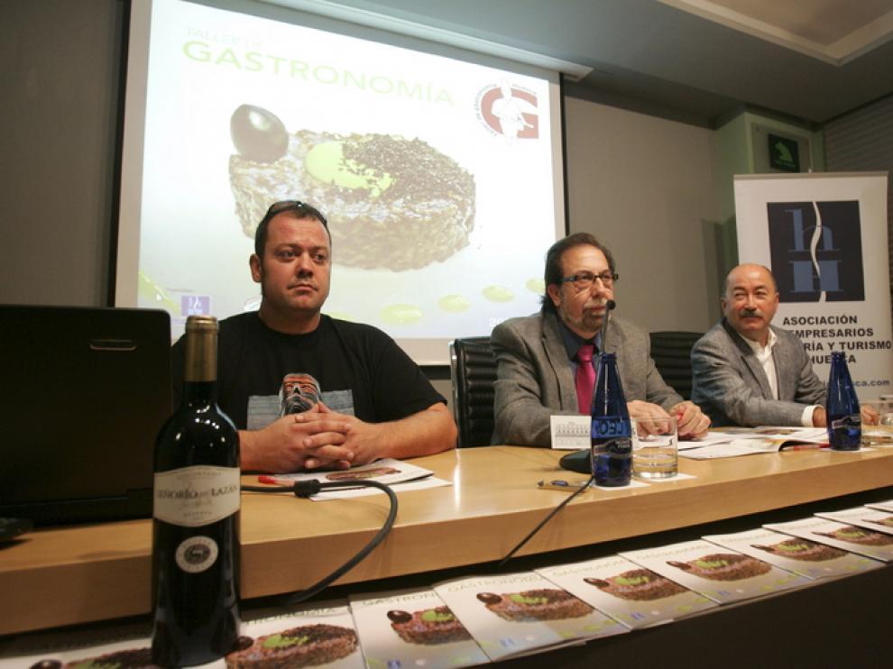 Gutiérrez (izda), Pac y Pérez, en la presentación de los talleres.