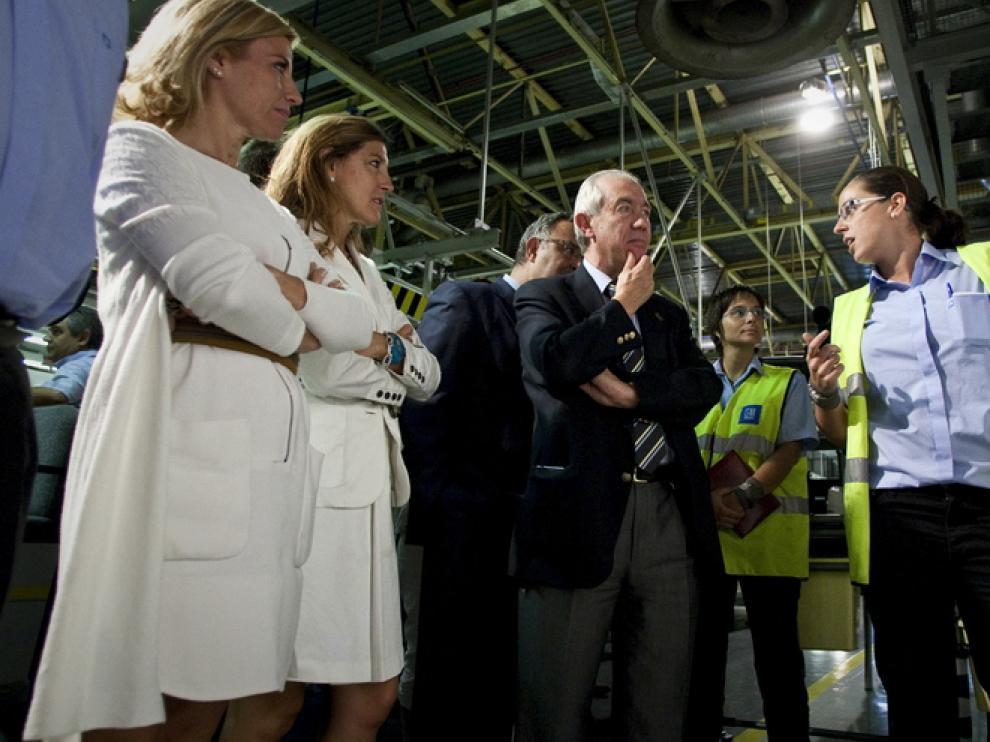 Bono, en su visita a la factoría de Opel en Figueruelas
