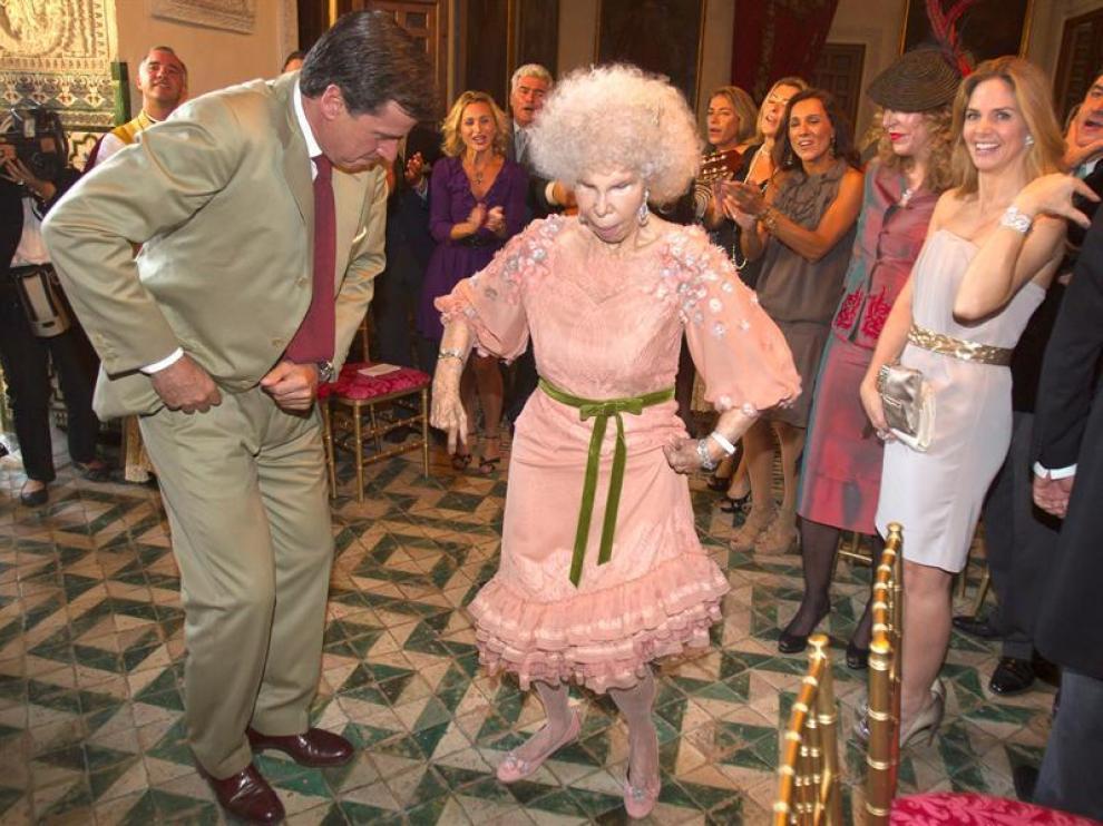 La duquesa baila con su hijo Cayetano
