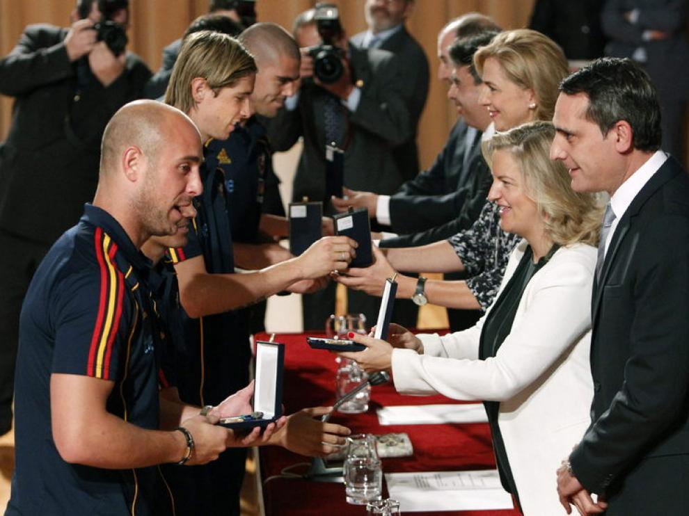 Los jugadores de la selección española de fútbol reciben la Real Orden al Mérito Deportivo