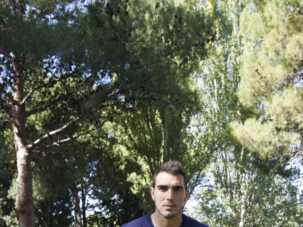 Roberto cambia de orientación: aquí, sobre la madera.