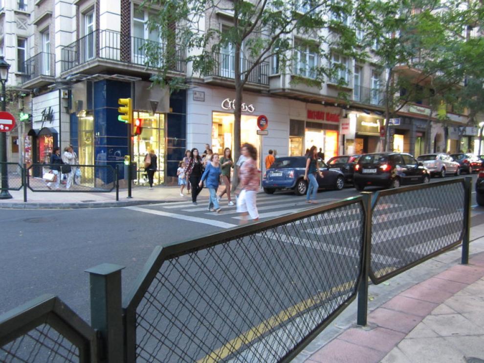El paso de cebra de la plaza de San Sebastián con la calle de San Ignacio de Loyola