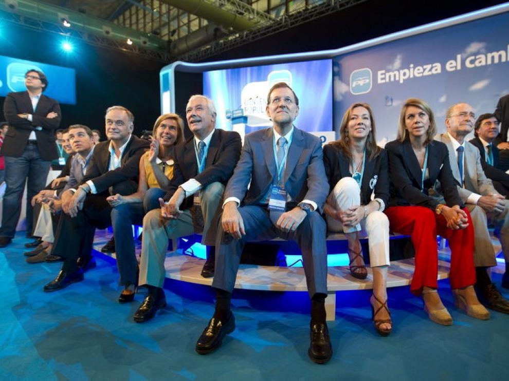 Mariano Rajoy junto a los líderes del PP antes de la conferencia