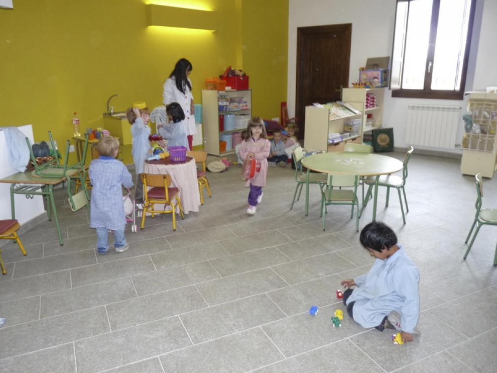 Los niños se han trasladado al centro de la tercera edad.