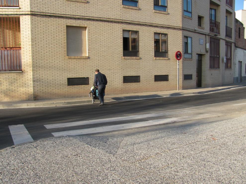 Muchos niños cruzan este paso de peatones a diario