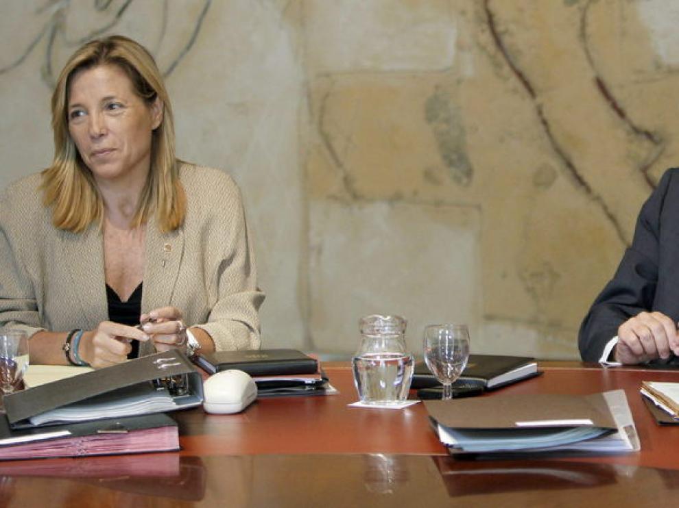 El presidente de la Generalitat Artur Mas, acompañado de la vicepresidenta, Joana Ortega