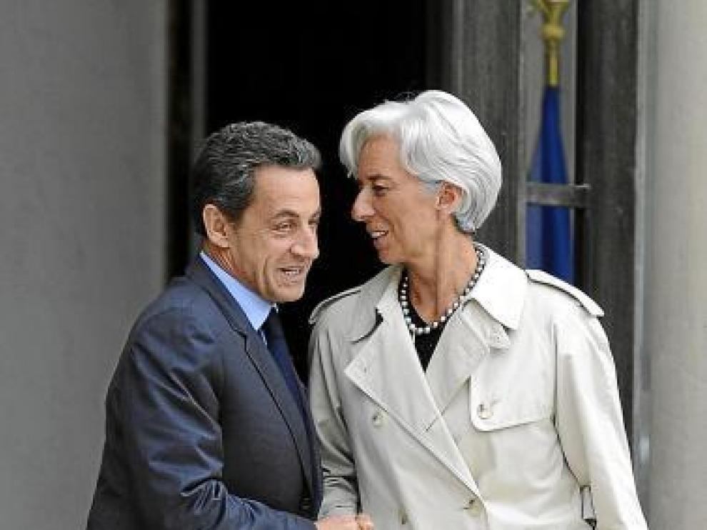 Sarkozy y la directora del FMI, ayer en París.