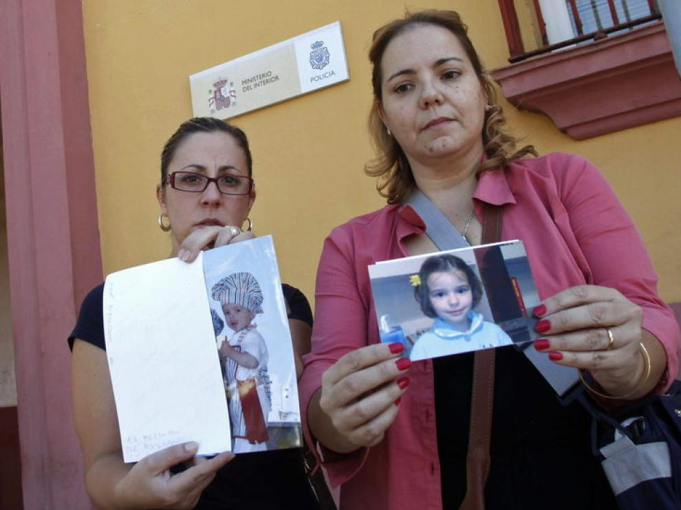 Allegadas a la familia materna de los niños muestras sus fotos