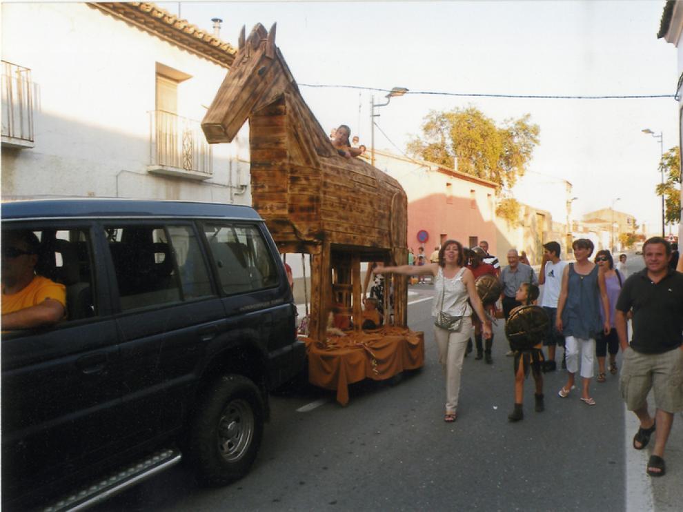 El caballo de Troya hecho por la peña Primoral obtuvo el segundo premio del concurso de carrozas.