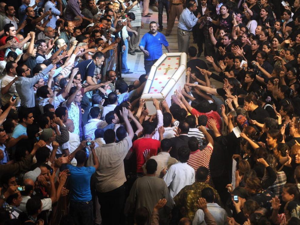 Funeral masivo por los fallecidos en los disturbios de El Cairo