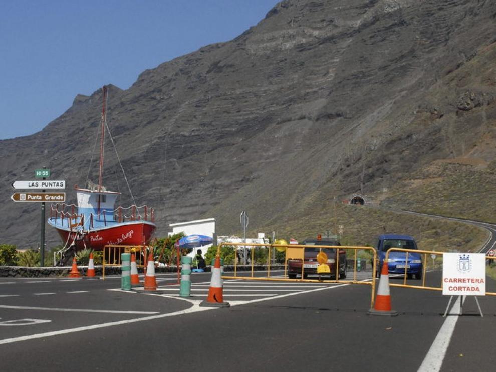 El túnel de Los Roquillos sigue cerrado al tráfico por la crisis sísmica