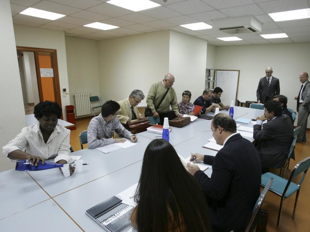 Un momento de la última reunión entre la dirección y el comité, celebrada ayer en Huesca.
