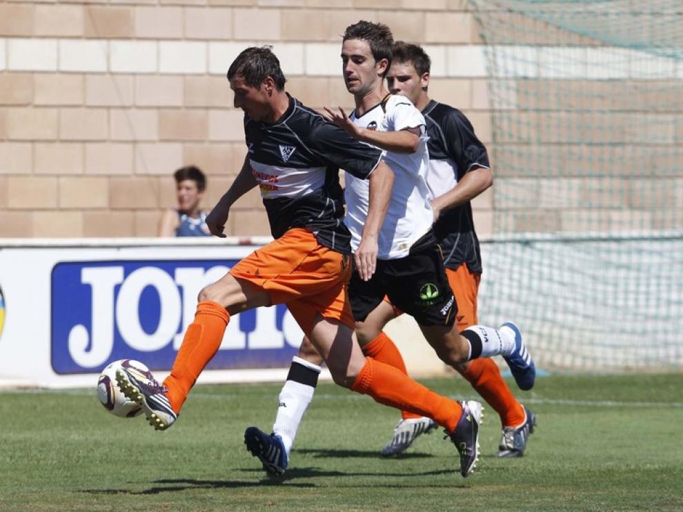 Goran Drulic se marcha de un rival.