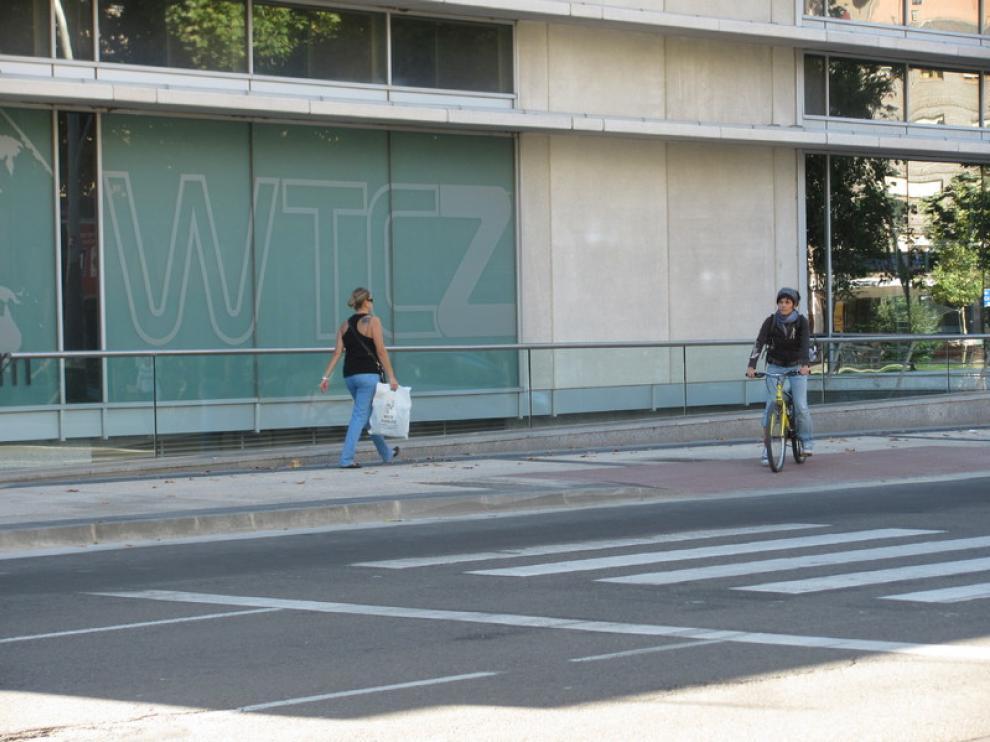 Algunos semáforos se han movido de sitio, y las aceras rebajadas han quedado fuera de los pasos de cebra