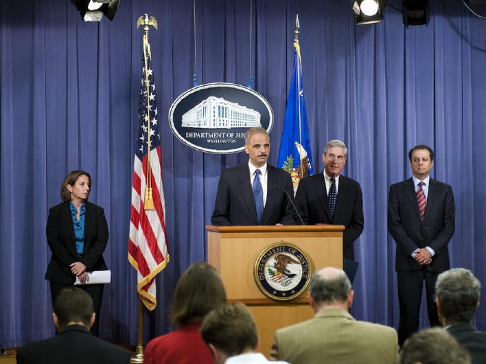 El secretario de Justicia de Estados Unidos, Eric Holder, hace pública la desarticulación de la trama terrorista.