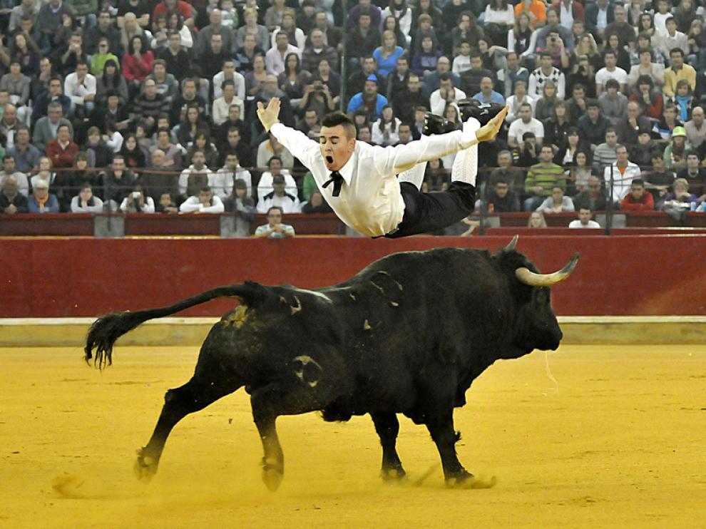Concurso de recortadores con toros.