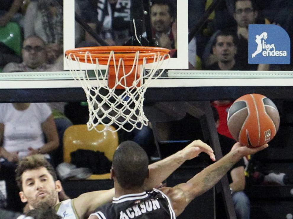 Rudy Fernández intenta taponar una entrada del Bizkaia