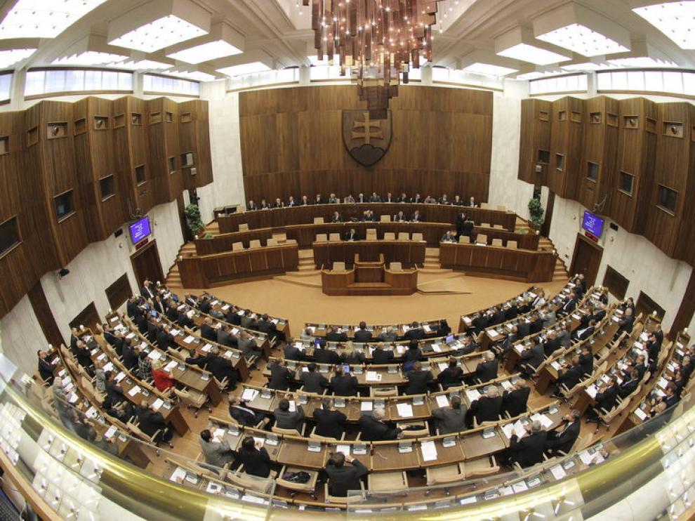 El parlamento de Eslovaquia aprueba el fondo de rescate del euro