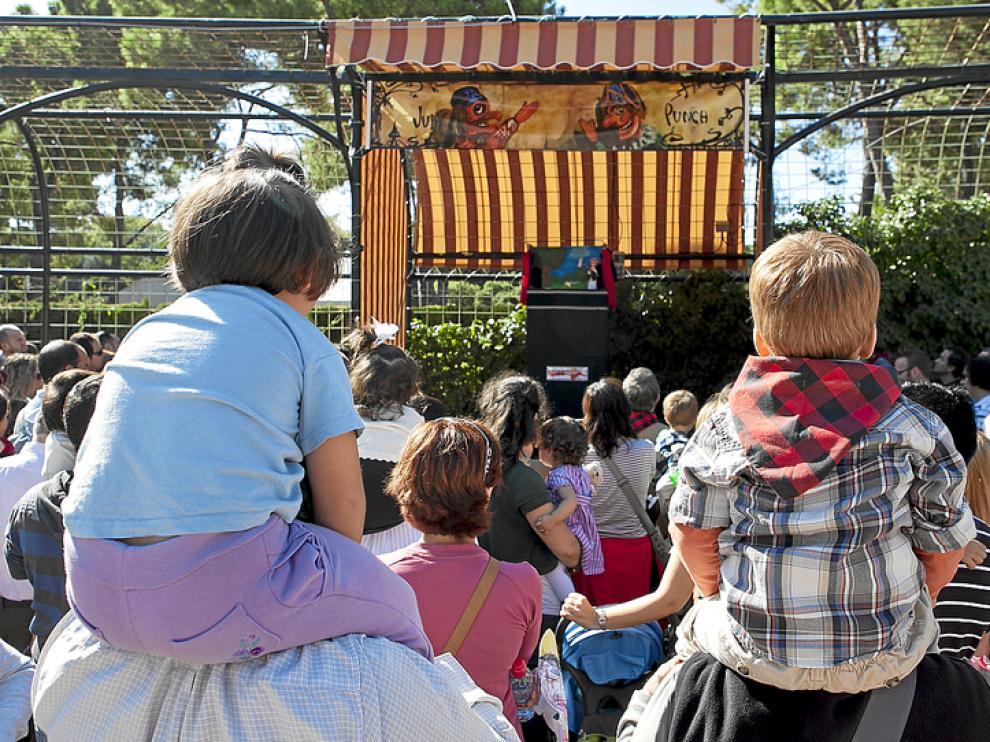 Un palco privilegiado para ver las marionetas de El Antídoto.