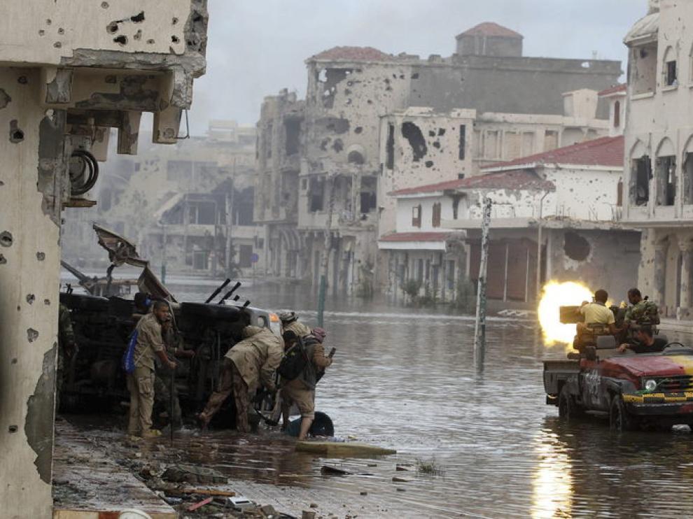 Devastación en las calles de Sirte
