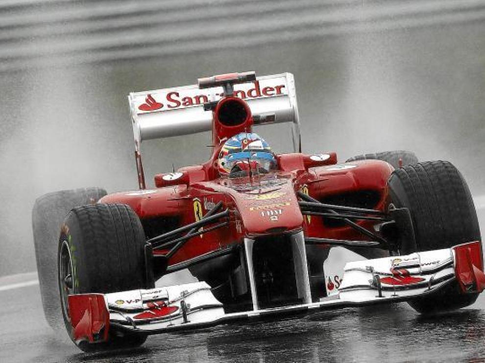 Fernando Alonso terminó cuarto en la segunda sesión de libres del día celebrada bajo la lluvia.