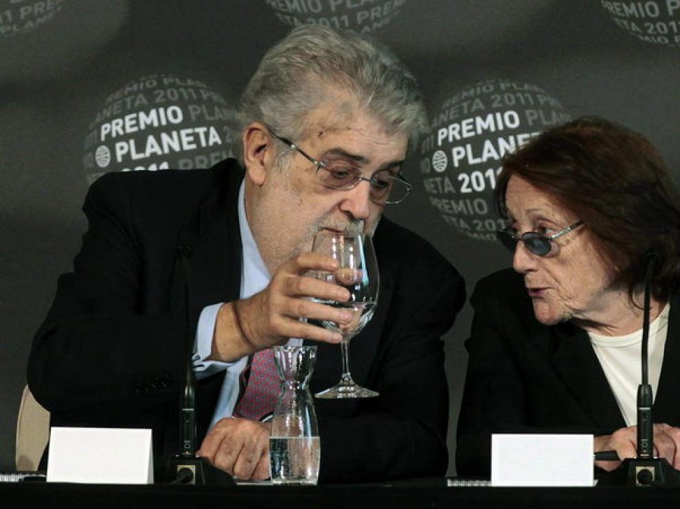 El presidente de Planeta, José Manuel Lara, y la escritora Rosa Regàs