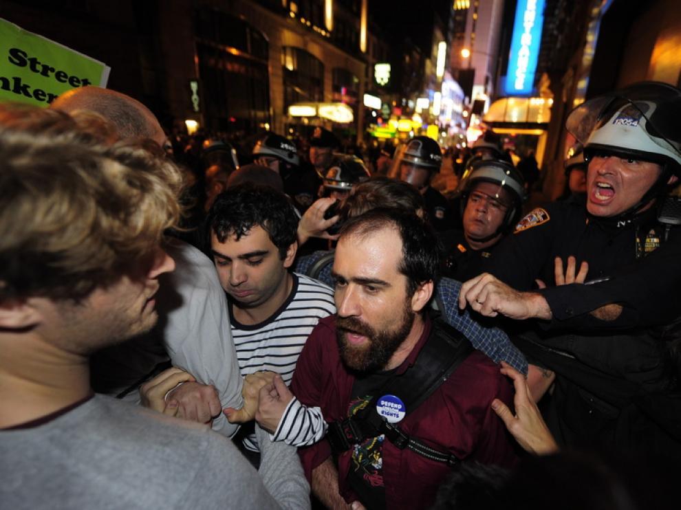 La policía desaloja a los manifestantes en Wall Street