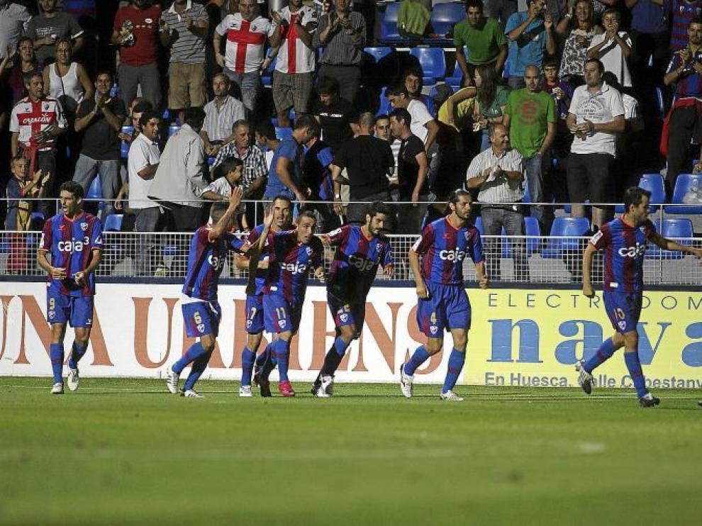 Aplausos de la grada del Alcoraz tras el gol logrado frente al Xerez en el partido de Copa del Rey de este año