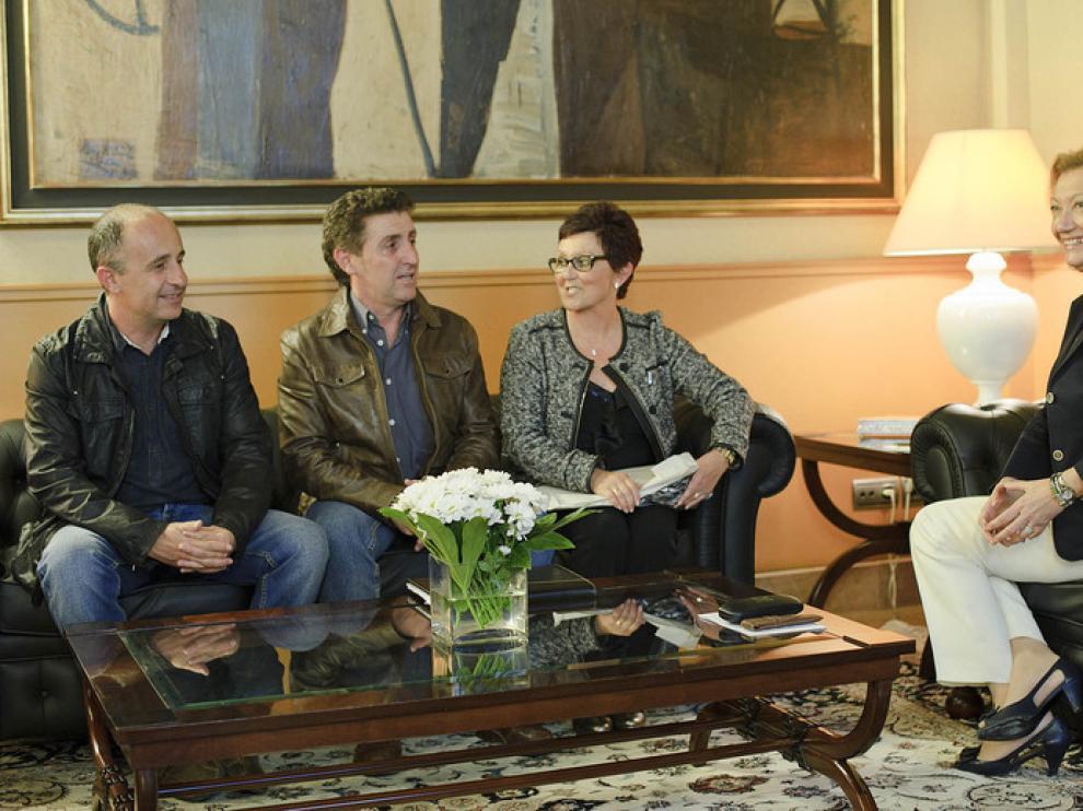La Presidenta de Aragón con los alcaldes de Berbegal, Peralta de Alcofea y Villanueva de Sijena