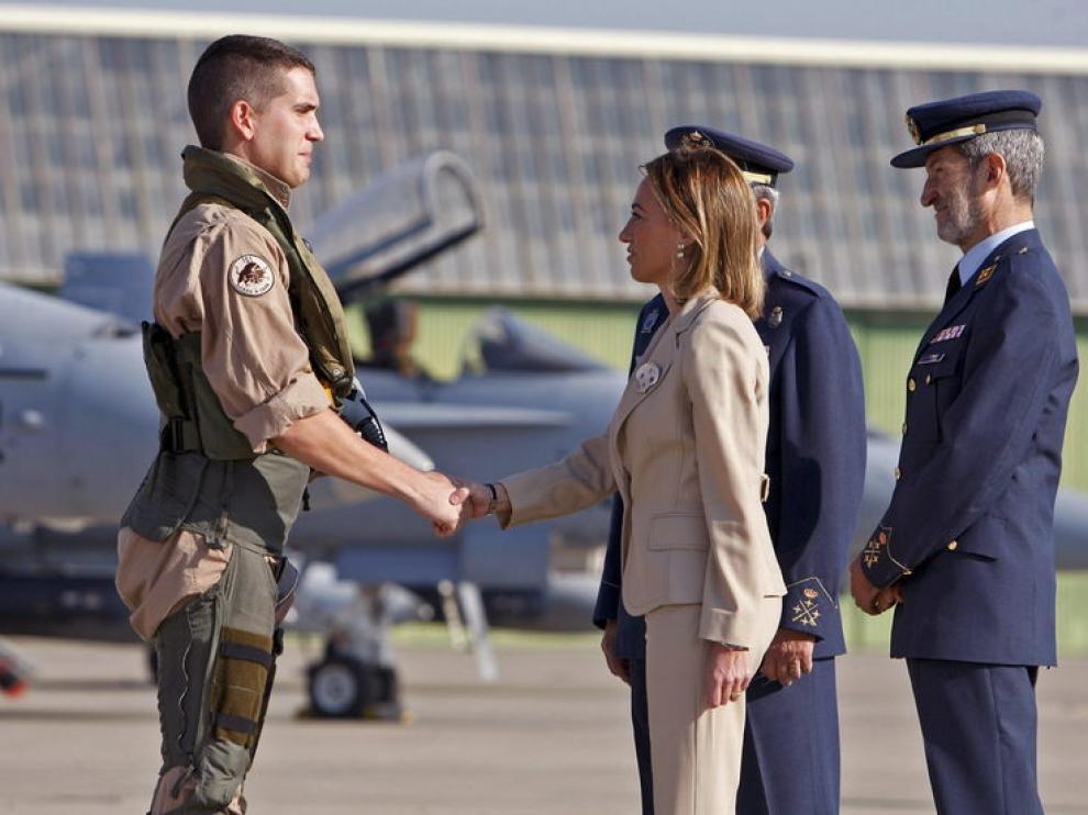 Chacón da la bienvenida a los militares destinado en Libia