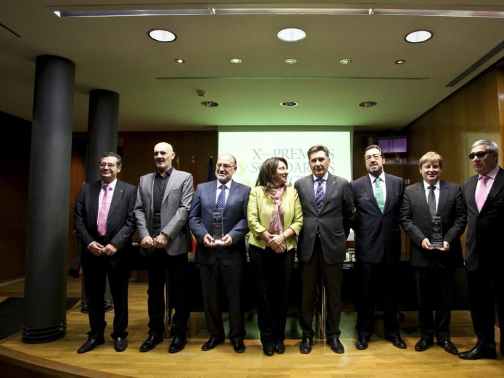 Los premiados, junto a los representantes de la ONCE, tras la ceremonia