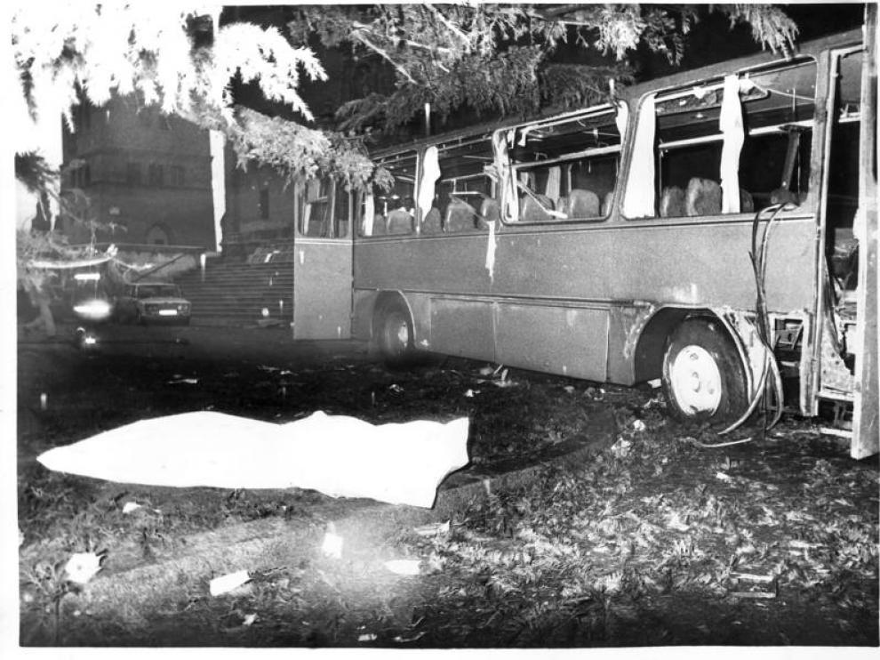 Atentado de ETA frente a San Juan de los Panetes contra un autobús militar en 1987