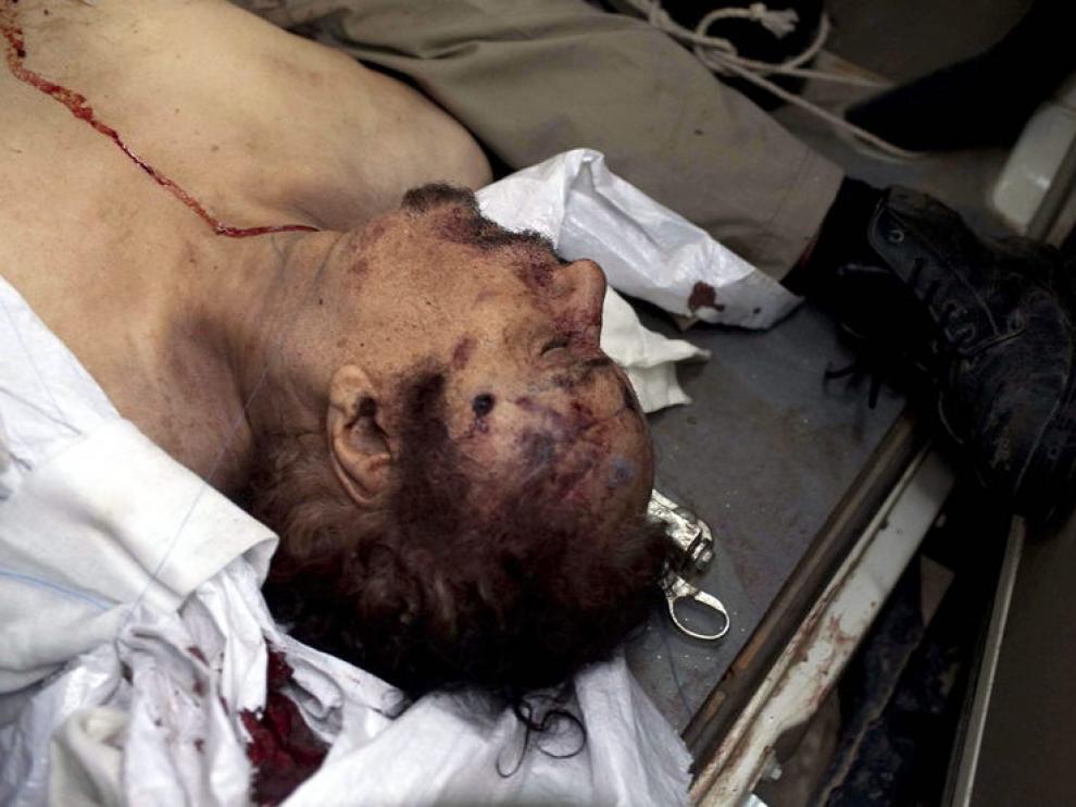 El cuerpo sin vida de Muamar el Gadafi