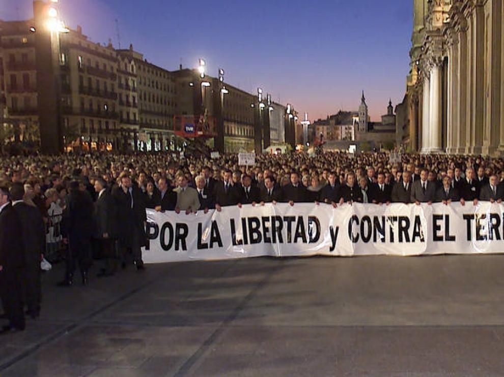 Manifestación contra ETA en Zaragoza, tras el asesinato de Giménez Abad