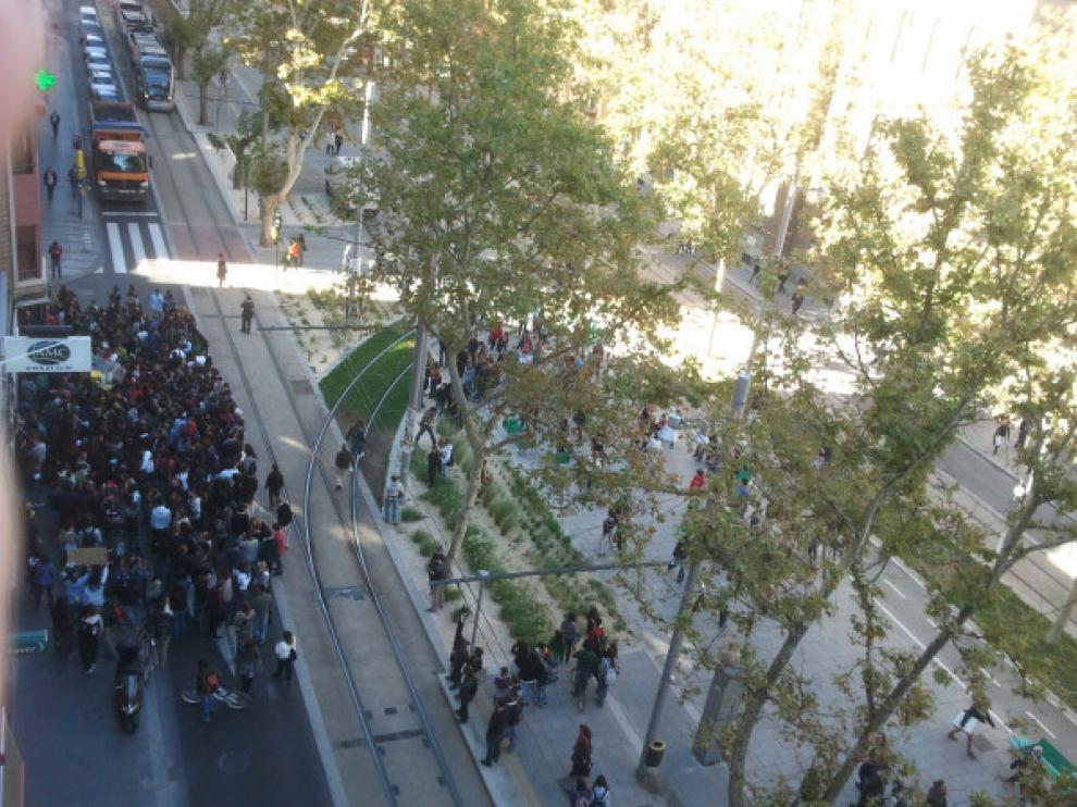 Los manifestantes han invadido el único carril en sentido Paraíso