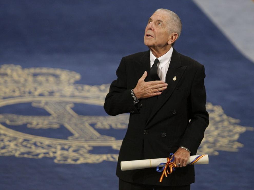 Leonard Cohen recibe el galardón