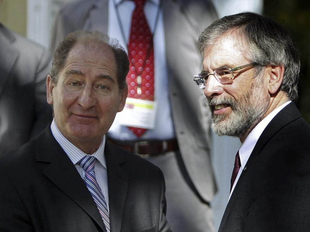 Brian Currin (i) junto a Gerry Adams, líder del Sinn Fein