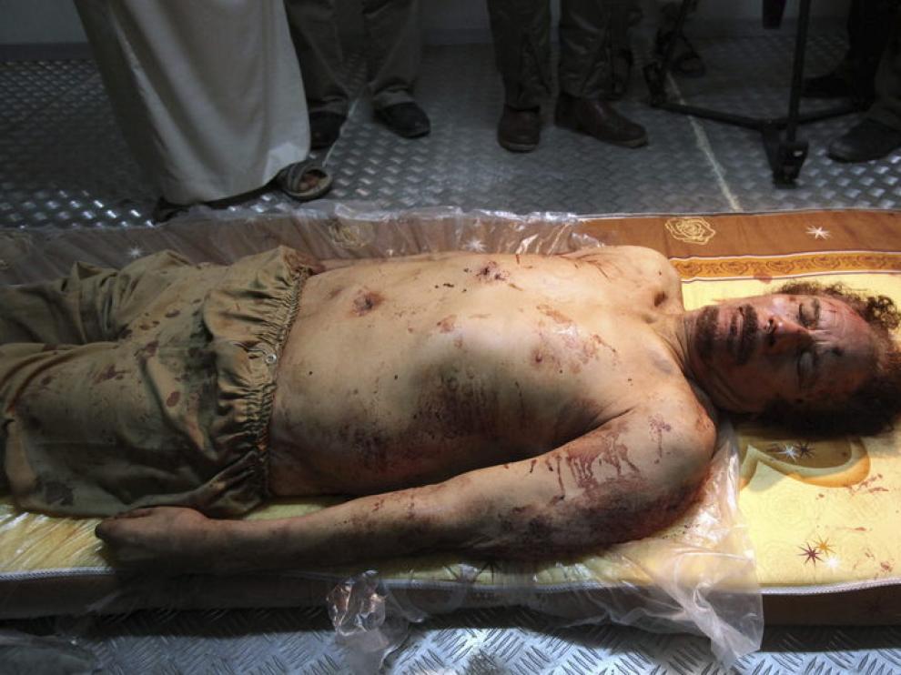 Imagen del cuerpo de Gadafi en un congelador