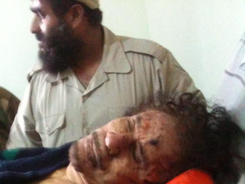 Imagen tomada del cuerpo de Gadafi