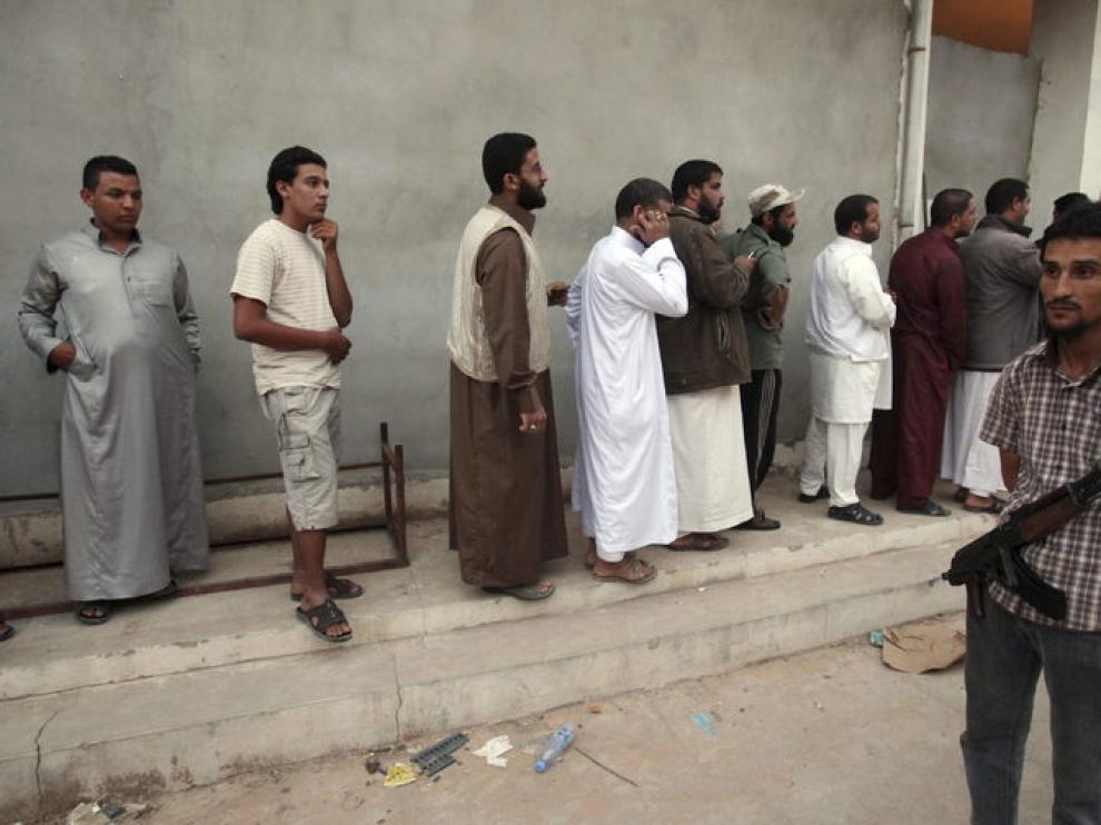 Colas a la entrada de la tienda donde está el cuerpo del líder libio