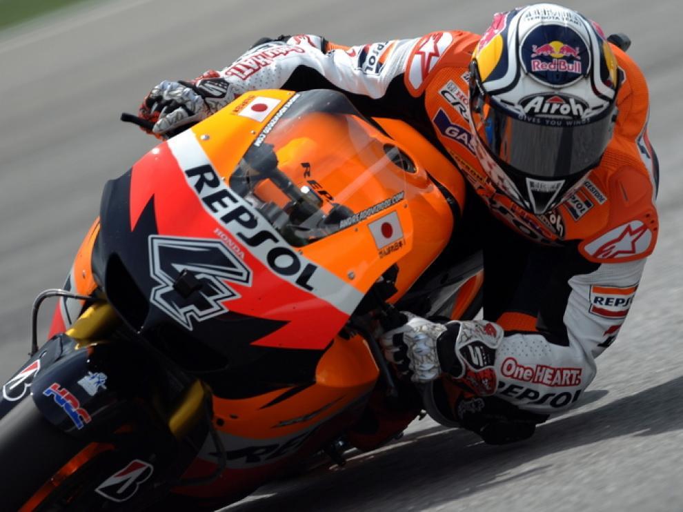 El piloto español dani Pedrosa sobre su moto en Sepang