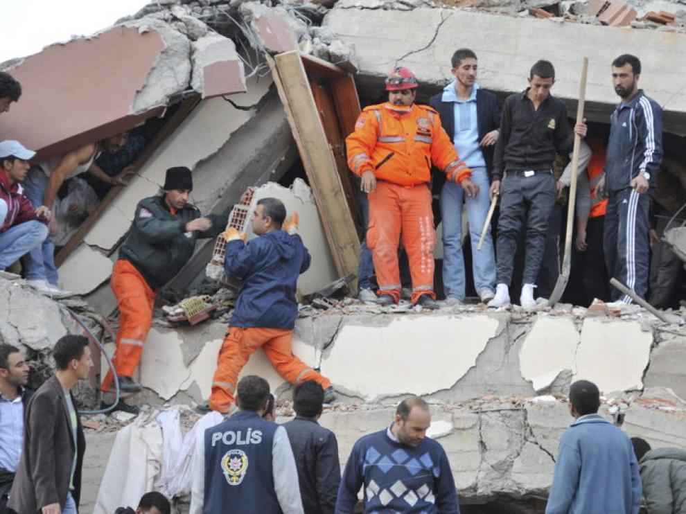 Labores de rescate en la ciudad de Van