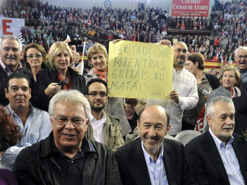 Felipe González acudió al acto para arropar a Rubalcaba