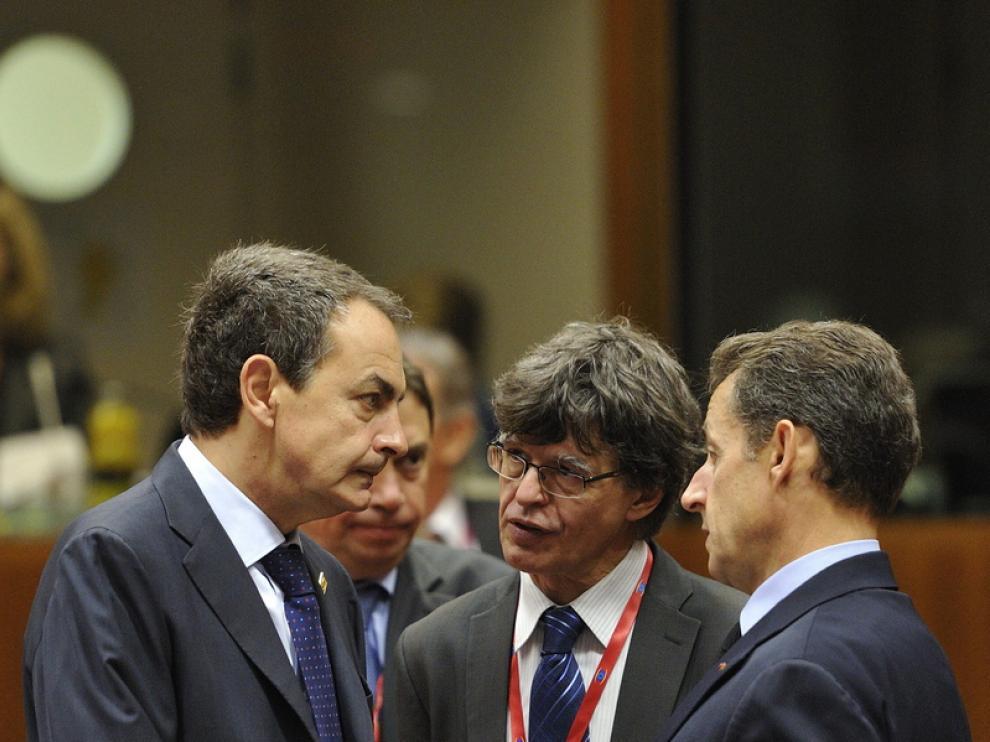 Zapatero charla con Sarkozy antes del inicio de la cumbre europea