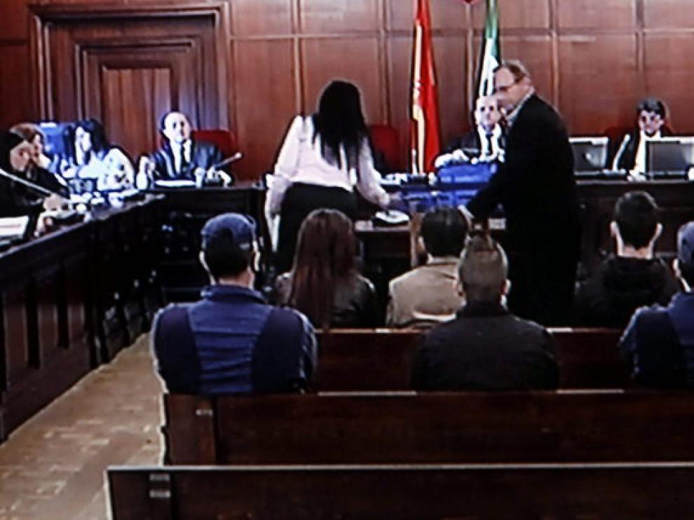 El padre de Marta del Castillo observa a los acusados