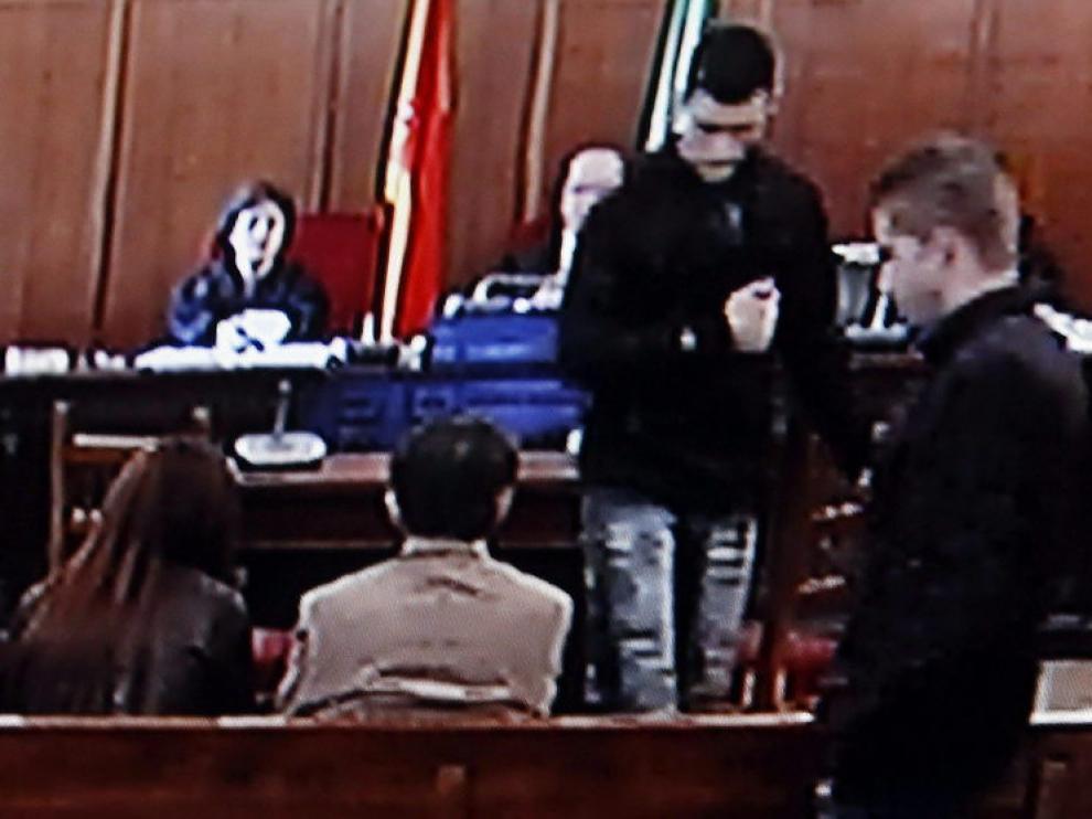 Imagen de una cámara del juicio. Momento del careo entre Carcaño y Benítez