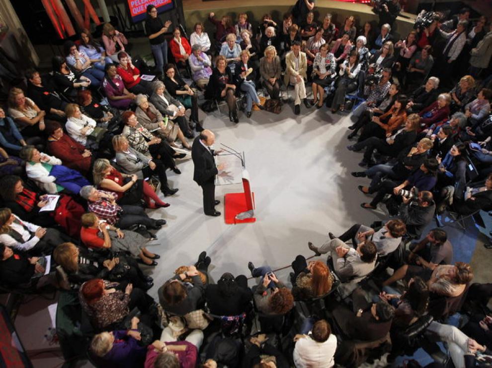 El acto del PSOE agrupó a más de un centenar de asociaciones feministas de España