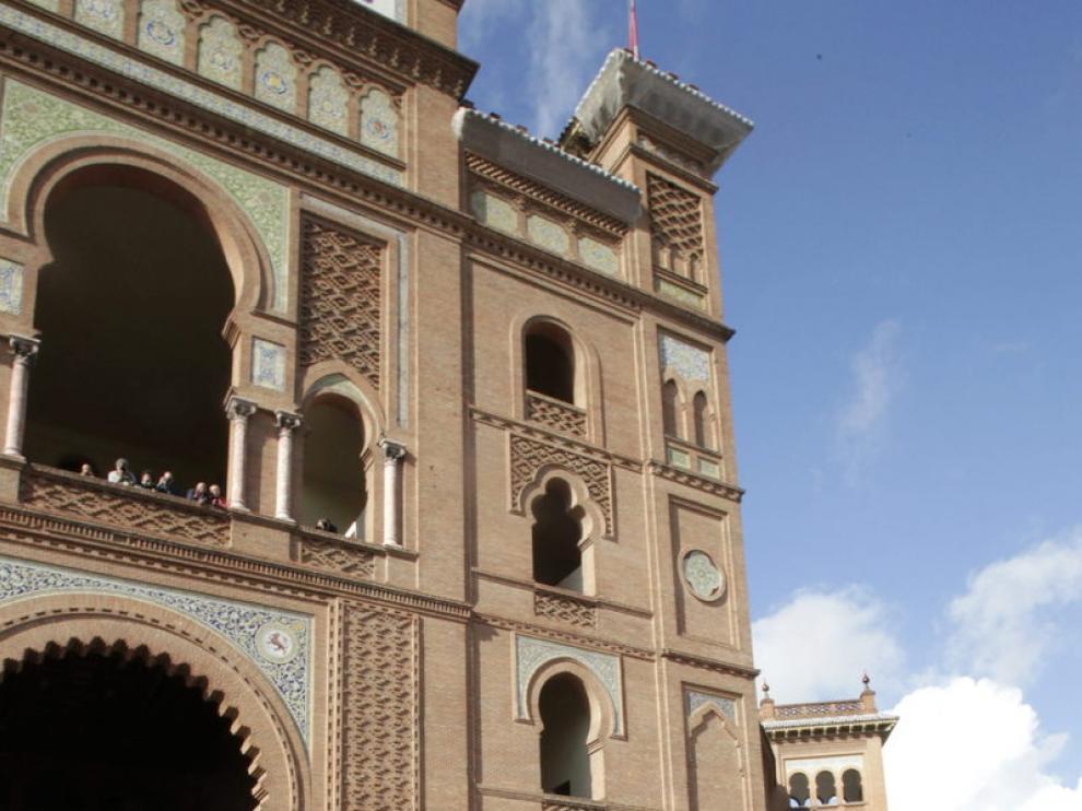 El féretro del torero sale de Las Ventas